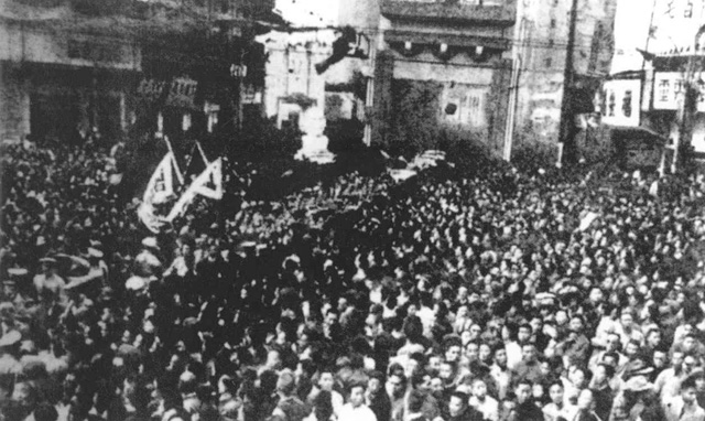 In Shanghai, a crowd celebrates victory over Japan [World War II Database, Peter Chen](http://ww2db.com)